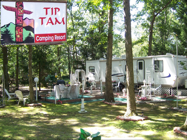 Tip Tam Camping Resort. Click for details about this park and see their personal website!