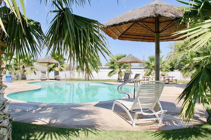 Pool Hot Tub The Cove RV Blythe