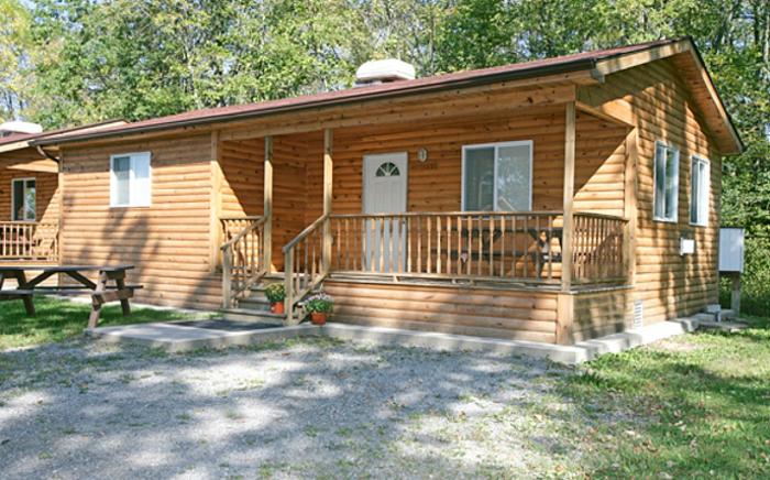 cottage cabin rental Jellystone Niagara Falls