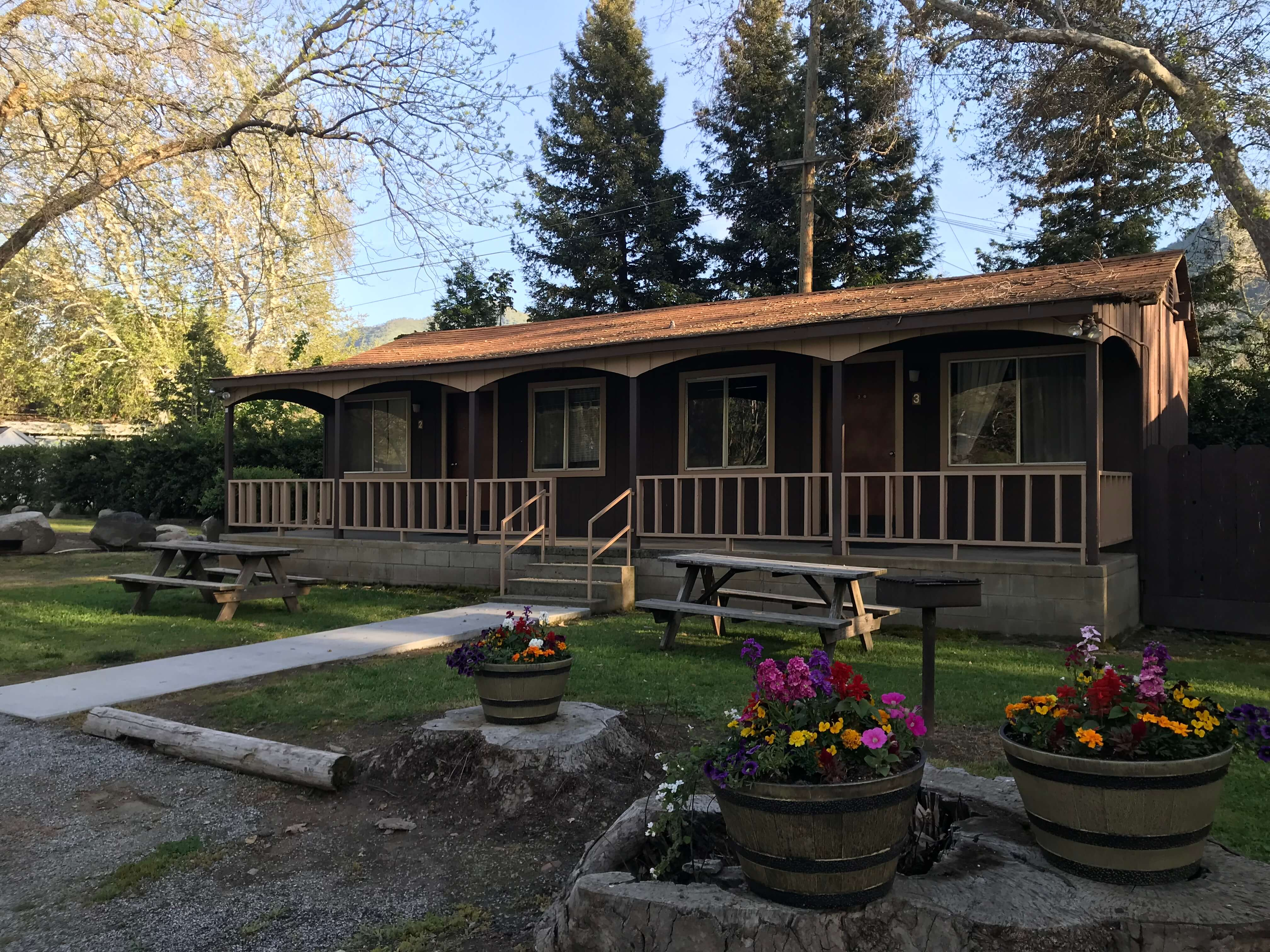 high sierra front in sequoia parks cabins with bp porch bearpaw gifts supplies guest canyon camp national kings